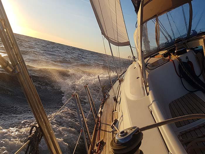 girolata-stephane- Un voilier par gros temps Manoeuvres